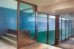 Buat-kolam-renang-dari-kaca-akrilik-berkualitas-FILEminimizer