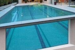 Desain-kolam-renang-kaca-akrilik-di-atap-rumah-FILEminimizer